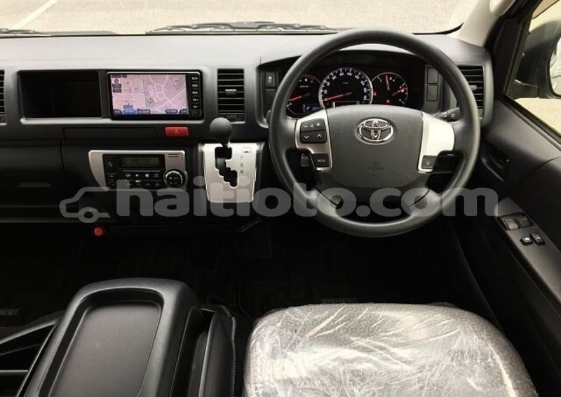 Big with watermark toyota hiace ouest delmas 3803