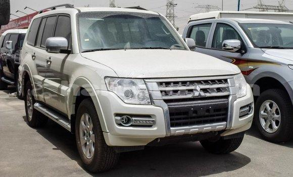 Acheter Importé Voiture Mitsubishi Pajero Blanc à Import - Dubai, Artibonite