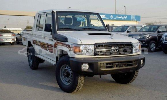 Acheter Importé Voiture Toyota Land Cruiser Blanc à Import - Dubai, Artibonite